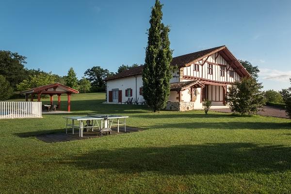 location au pays basque maison basque avec piscine au calme entre ocan atlantique et montagnes pour 18 personnes 9 chambres de 18 24 m